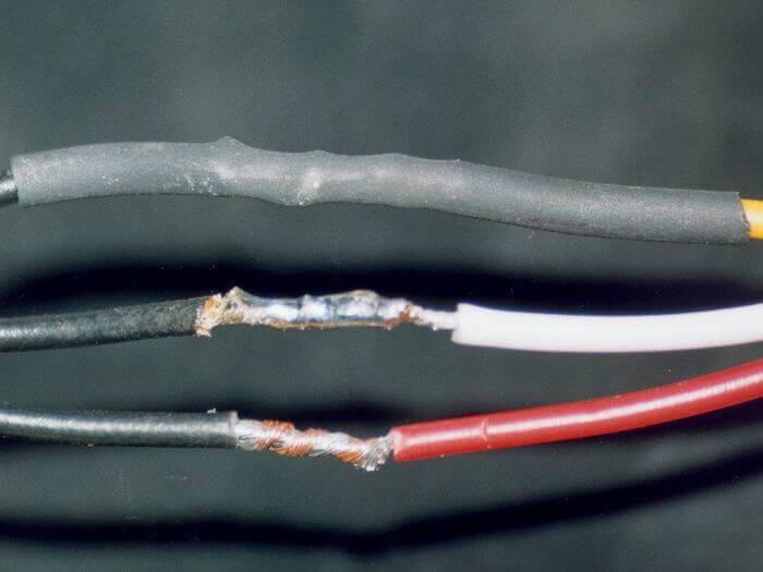 Места соединений должны быть пропаяны и заизолированы термоусадочной трубкой фото